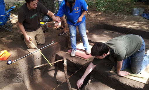 Students dig archaeology