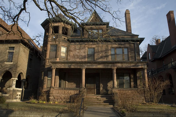 """Many """"brownstone"""" houses along Grand and Summit Avenues use sandstone quarried along the southern shore of Lake Superior. This material became popular in the 1860s and 1870s, when new railroads made it easy to transport."""