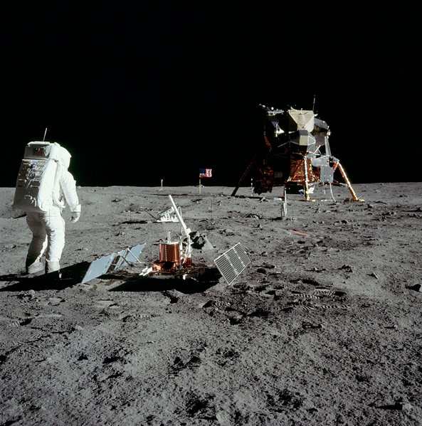 what apollo landed first on the moon - photo #12