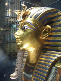 King Tut's golden mask: Photo courtesy Wikimedia Commons.