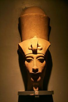 Another view: Here's another statue of Akhenaten. Do you think he might have suffered from Marfan syndrome?